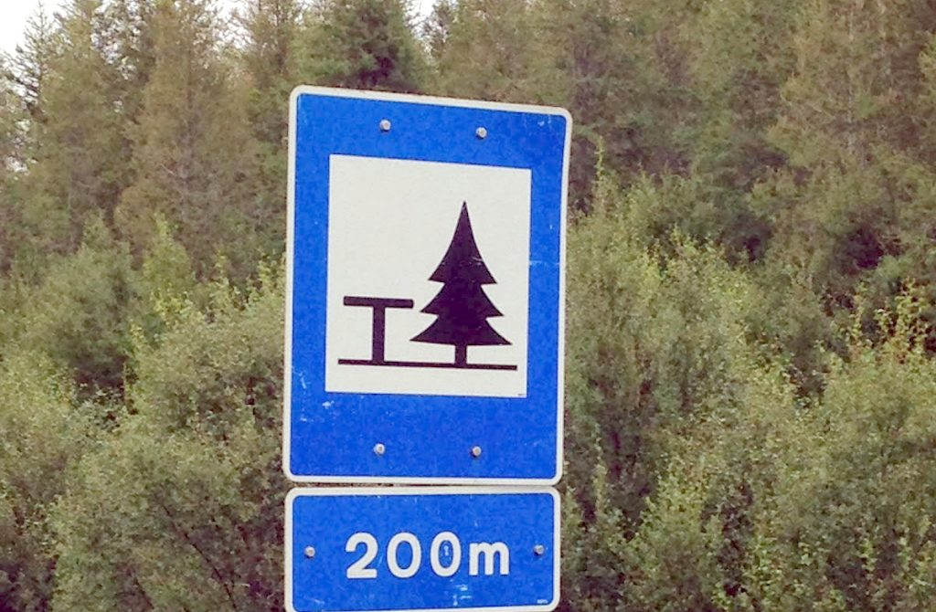 Icelandic road sign that means roadside attraction up ahead